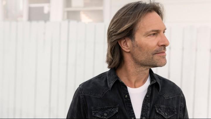 Eric Whitacre Headshot
